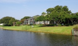 Lakeside Apartments pic main
