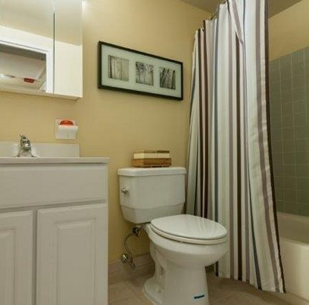 TheMetropolitanWestChester-Bathroom.jpg