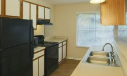 Monticello Apartments pic 4.jpg